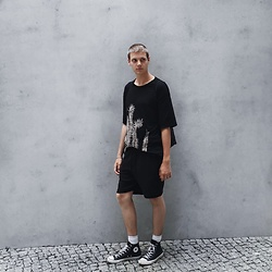 Jelto Witzel - H&M Tee, Converse Shoes, H&M Shorts - Berlin calling
