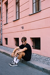 Kevin Elezaj - Vans Sneakers, Socks, Bershka Shorts, Nike T Shirts, Ray Ban Glasses, Casio Watch - Simple