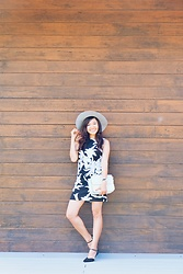 Willow Lynn - H&M Grey Wool Hat, Koton Printed Dress, H&M Flats, Accessorize Cassidy Satchel - Little Things