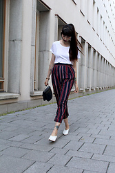 Paz Halabi Rodriguez - H&M Basic White Tshirt, Zara Striped Pants, Vintage Hand Bag, Zara White Mules - Stripes never gets old