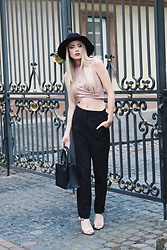 Laura Simon - Urban Outfitters Black, Topshop Top Rose, Na Kd Gold Moon, Topshop Black, Dkny Black Gold, Mime Et Moi Gun Metal Rose - Na-kd x Topshop