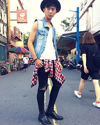 Eragon 莊 - Fifty Percent 50% Denim Vest, Asos White Sleeveless Vest, Fifty Percent 50% Plaid Flannel Shirt, Asos Black Skinny Jeans, Vanger Black Chelsea Boots - Today style 16/ 0716