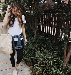 Chloe Hall - Hobo Tote - Simple in White