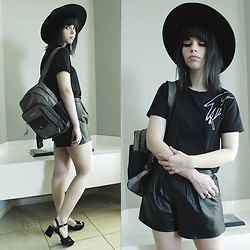 Lidia Zuin - Asos Wide Brim Black Hat, Alexandre Herchcovitch Silver Backpack, Sammydress Black T Shirt, Zara Black Leather Oversize Shorts, Arezzo Black Sandals - A song of shadows