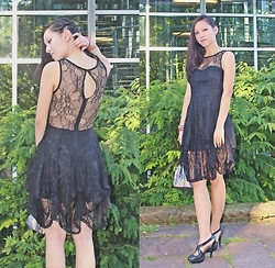 Tram Anh - Olymp & Hades, Stuttgart Black Lace Dress, Embroidered Silk Pouch, Ebay Strappy Heels - Black Spark