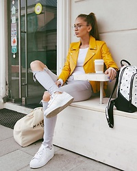Alina Melnik - J Brand White Jeans, Ray Ban Glasses - Morning Coffee