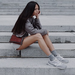 Aliya A - Somemoment Sweatshirt, Nike Sneakers - Waiting