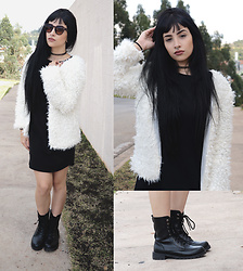 Mayara Pereira - Sammydress Boot, Bamm Sunglass, She In Fake Coat - FAKE FUR COAT