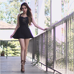 Alisa Sia -  - Lace Up Dress