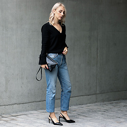 Leonie // www.noanoir.com - Avelon Black V Neck Top With Oversized Bellsleeves, Eleven Black Leather Mini Bag, Levi's Vintage Cropped 501 Denim Jeans, Zign Black Leather Slingback Heels - Intuition x Intention