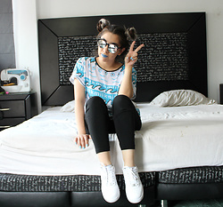 Karen Cardiel - Dulce O Truco Milk Tshirt, Nike Air Force, Forever 21 Black Leggings, Mirror Sunglasses - Coffee & Tv - BLUR