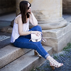 Laura - Zara Top, Zara Jeans, Liquorish Bag, Sol Sana Heels - Mom Jeans with Heels