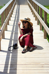 Frederica Ferreira - Oysho Hat, Pimkie Sunglasses, Stradivarius Dress, Mango Sandals, Zara Bag - Bordeaux, mon amour
