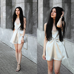 CLAUDIA Holynights - Daniel Wellington Watch, Zara Shoes - Silver silk cami
