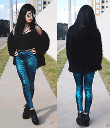 Mayara Pereira - Sammydress Legging Mermaid, She In Fake Fur Coat, Holyshit Black Crop Top, Melissa Black Boot, Aliexpress Sunglass - DARK MERMAID