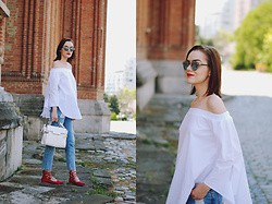 Andreea Birsan - Vipme Bag, Off Shoulder Top, Berhska Mom Jeans, H&M Red Lace Up Flats, Christian Dior So Real Sunglasses - Mom jeans: how to wear them  II