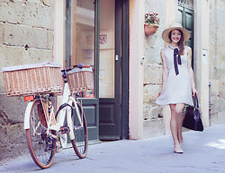 Stefanie - Zara A Line Dress With Black Bow Tie, Mango Sunhat, Zara Heeled Ballet Pumps, Primark Black Tote Bag - Old-school vibes in Lucca, Italy