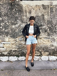 Alizée Gamberini - H&M Shorts, Undiz Top, Repetto Slippers, Maje Perfecto - Tic tac