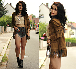Tessa Diamondly - Topshop X Kate Moss Fringe Suede Jacket, Romwe Denim Shorts, Crochet Bralet - Sitting On Top Of The World.