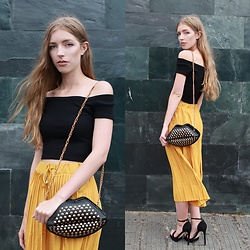 Alba Granda - Zara Black Off Shoulders Top, Monanva Lips Bag, Zaful Moustard Culottes, Asos Black Sandals - Moustard Culottes