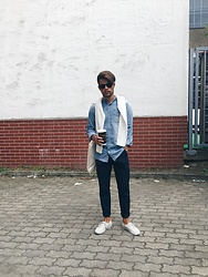 Kevin Elezaj - Vans Sneakers, H&M Suit Pants, Springfield Shirt, Cos Sweater, Ray Ban Glasses - Mornings