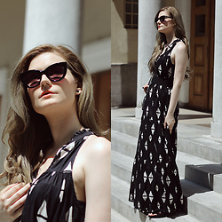 Tia T. -  - Maxi Dress with Minimal Print