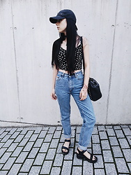 Alice A. - New Look Daisy Crop Top, Levi's High Waisted Jeans, H&M Platform Sandals - Disguise