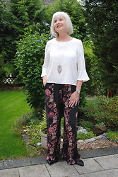 Reni E. - Mango White Blouse With Bell Sleeves, Edc Palazzo Pants - Summer feeling in palazzo-pants and bell-sleeves
