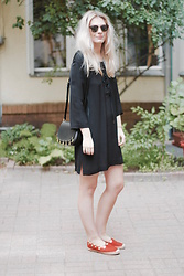 Marie J. - &Otherstories Dress, Chloé Espadrilles, Sandro Bag, Ray Ban Sunglasses - Summer Sadness