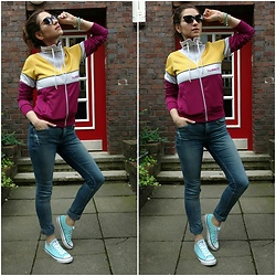 Illona.Verdi - Hummel Jacket, H&M Jeans, Converse Sneakers - Sporty girly chic