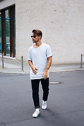 Kevin Elezaj - Vans Sneakers, Levi's® Jeans, Cos Shirt, Ray Ban Glasses - Casual