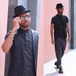 Martell Campbell - Paul Smith Tribly, Yohji Yamamoto Eyewear, Msgm Derby Shoes, D'lyle Treasure Print Socks - Back in BCN