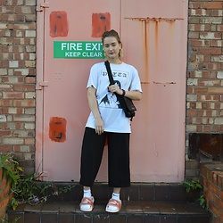 Ellie Fowler - H&M Love Earrings, Patta Live It Up Tee, North Face Cross Over Bag, New Look Culottes, Puma Fur Slides - Puma X Fenty