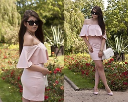 Feather P - Timex Watches, Vubu.Pl Dresses, Stylowebuty.Pl Bags - Pink dress off shoulder and white bag