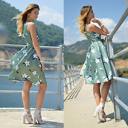 Tamara Bellis - Sammydress Floral Summer Vintage Dress, Simmi Shoes London Lace Up Block Heels - Floral Dress