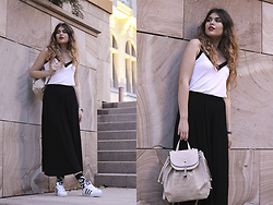 Diana Ior - H&M Top, Bershka Cullotes, Adidas Superstar Sneakers, Happy Socks Official, Zara Backpack - Street Vibes