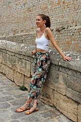 Enikő S. - Stradivarius Culotte, Bershka Crop Top, H&M Lace Up Sandals - Eivissa