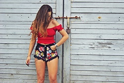 Iwona - Topshop Red Top, Dsm Jeans Shorts - RED&BLACK