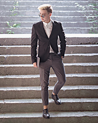 Edgar - Primark Gray Cropped Suit Trousers, H&M Black Leather Brogue Shoes, H&M Black Blazer, H&M White Vintage Shirt, H&M Black Round Framed Sunglasses - OFF TO A SUMMER PARTY
