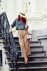 Virgit Canaz - Balenciaga Canvas Bag, Topshop Straw Hat, American Vintage Flower Print Blouse - I call it Cuban style