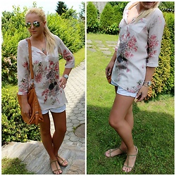 Gosia Borychowska - Tbdress.Com Bloouse, H&M Sandals - Flower shirt story