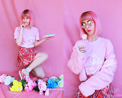 Kate Hannah - Neon Talk Bubble Gum Tshirt, H0les Kaleidoscope Glasses - Candy Land