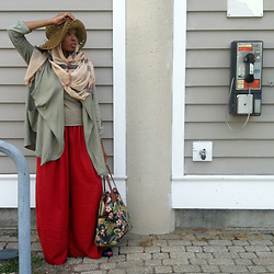 Jessica - Zara Red Palazzo, Aldo The Everything Bag, Tj Maxx Oversized Cardigan, Burberry Print Hijab - I'm Just Me. Like it Or Not.