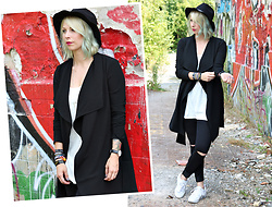 Lavie Deboite - Only Cardigan, Holy Tanktop, Only Jeans, Deichmann Sneakers - Black & White