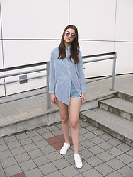 Diana - Zara Striped Shirt, H&M White Sneakers, Bershka High Waisted Shorts, Tally Weijl Clear Frame Sunglasses - BLUE & WHITE STRIPES