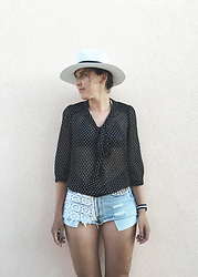 Lea P - Only Polka Dot Shirt, Fedora, Levi's® Customized Denim Shorts, Daniel Wellington Wristwatch - Summer vibes