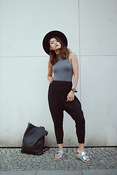 Dan T - H&M Turtleneck Top, American Apparel Harem Pants, Birkenstock, H&M Fedora, Pull&Bear Backpack - Grey Metallic