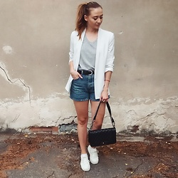 Tímea C - Mango Blazer, Vintage Shorts - Casual Friday