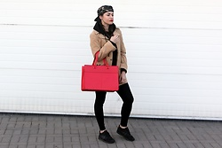 Paulina Pawlak - Mohito Red Bag, Asics Black Shoes, Obey Moro Snapback, Second Hand Coat - Red bag