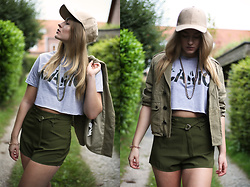 Frederike S. - Missguided Faux Leather Cap, Missguided Crop Top, Zara Bomber Jacket, Missguided Shorts, Asos Necklace - Military Vibes